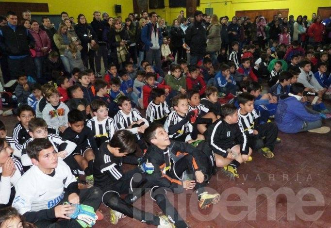 Los campeones del Torneo de Fútbol Infantil