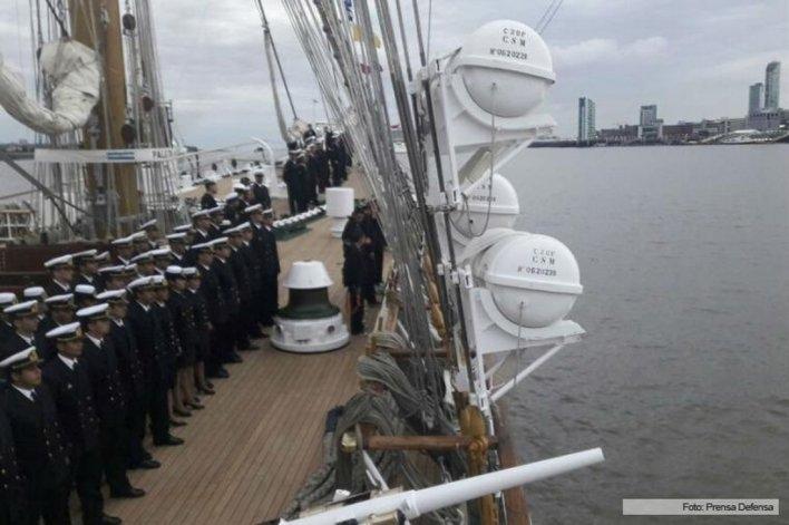 Luego de 14 años la Fragata Libertad tocó puerto Inglés
