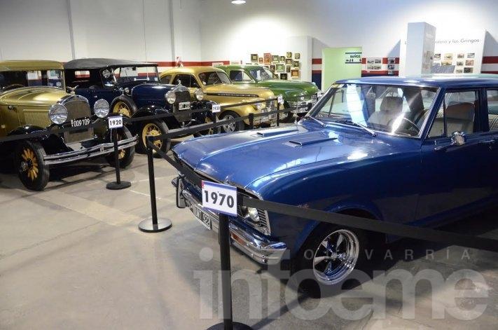 Más de mil personas ya visitaron la muestra de autos antiguos en el Museo Emiliozzi