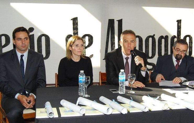 Nuevos abogados en Colegio de Azul