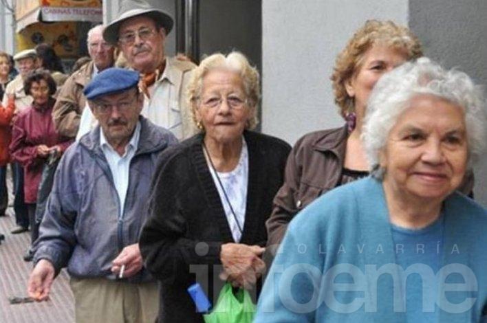 Jubilados y pensionados de provincia comienzan a cobrar