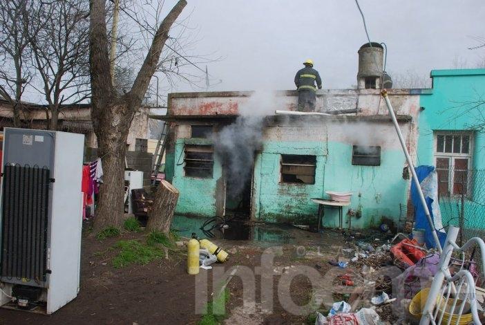 Sierras Bayas: incendio provocó importantes daños en antigua vivienda