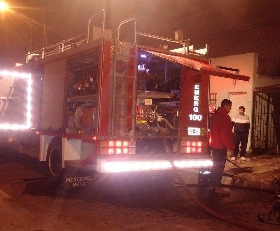 Bomberos trabajaron en tres incendios durante la noche