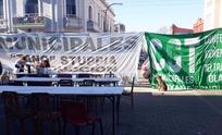 Día 5 de la Carpa: más banderas, otro guiso y disculpas para los vecinos