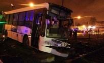 Tren embistió a colectivo: dos muertos y 14 heridos