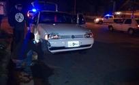 Choque entre dos autos en avenida Alberdi