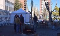 Municipales: otra carpa, guiso y Calle 13