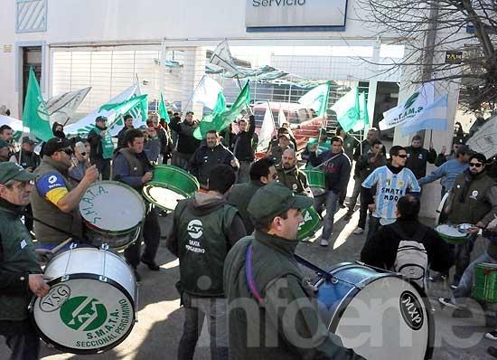 Trabajadores de Smata se manifestaron por despidos