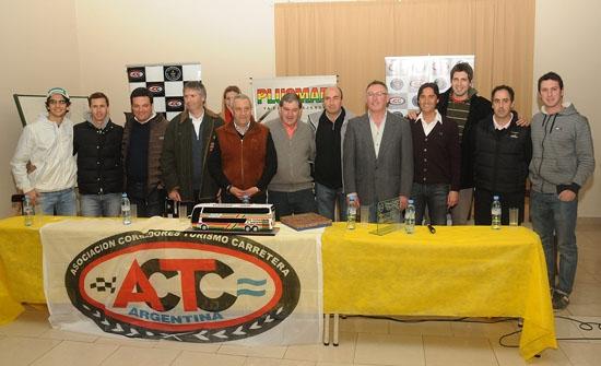 El TC tuvo presentación oficial y fútbol solidario