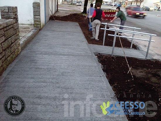 Estudiantes de Ciencias de la Salud repararon la vereda de acceso al edificio