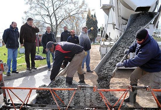 Comenzaron las obras de pavimentación en Loma Negra