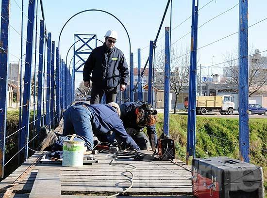 Comenzaron las obras de reparación en puentes y barandas