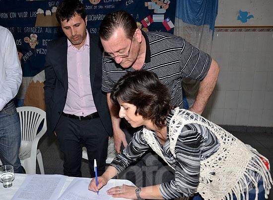 Firmaron contrato para la construcción de la ESB Nº 16