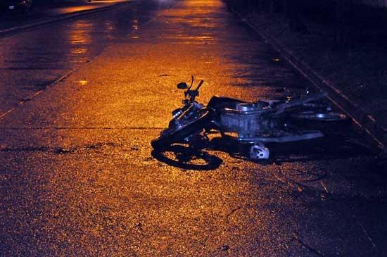 Un motociclista cayó y entró grave al hospital
