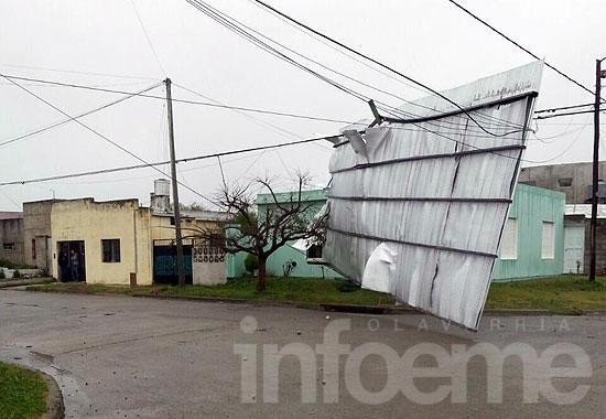 Voladuras de techos y cortes de luz por los fuertes vientos