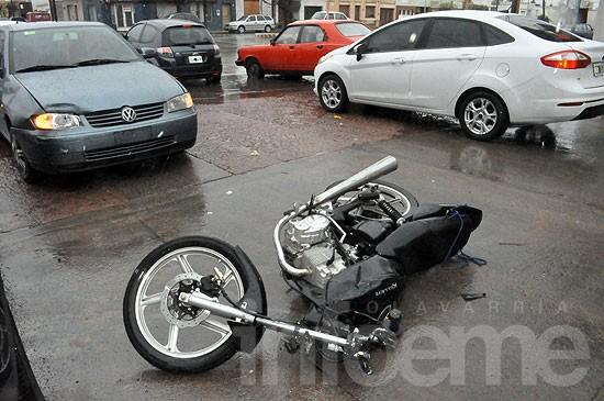 Motociclista herido en choque con auto