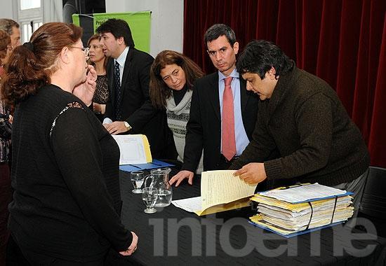Más de 50 familias firmaron escrituras de sus viviendas