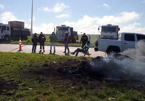Paro: servicios sin funcionar y protesta de camioneros