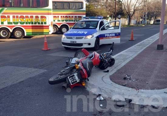 Cuatro heridos al caer de una moto a alta velocidad