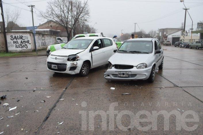 Una mujer herida en choque entre autos