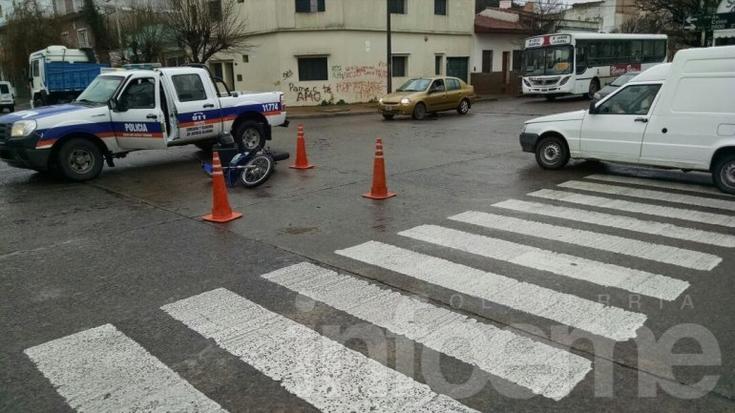 Un hombre cayó de su moto y resultó herido