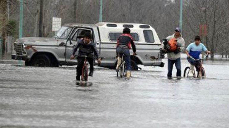Hay cientos de evacuados en la Provincia y prevén lluvias para todo el fin de semana