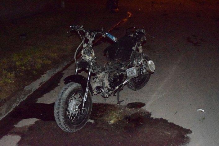 Continúa en grave estado el motociclista accidentado