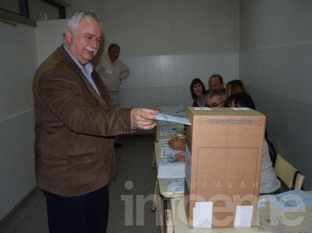 Cladera fue uno de los primeros precandidatos en votar