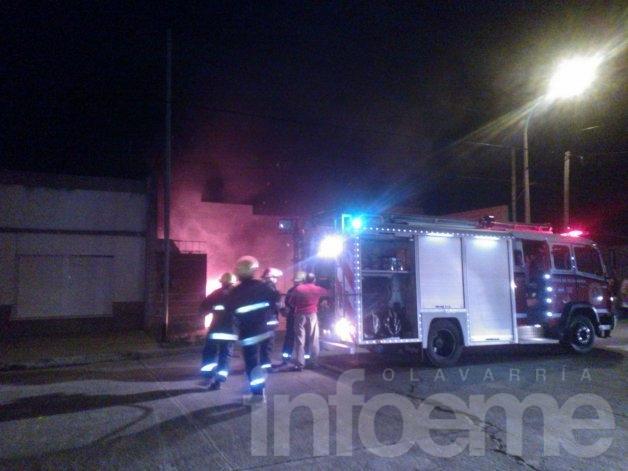 Se incendió un auto y sufrió pérdidas totales