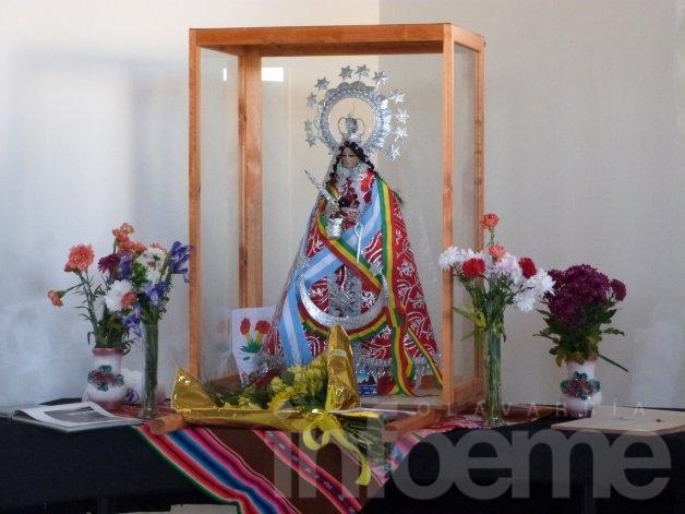 Color y alegría en un nuevo aniversario de la independencia de la comunidad boliviana