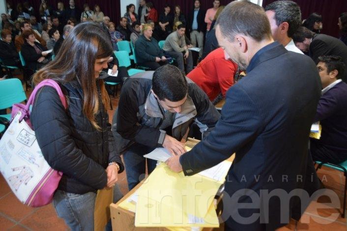 Más de 200 familias de la Ciudad firmaron sus escrituras