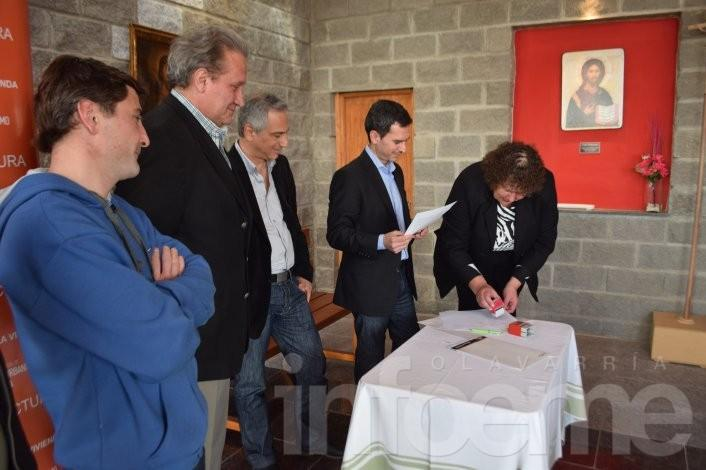 Se firmaron convenios para los barrios Bancarios III y Educadores