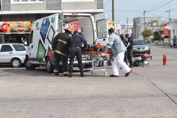 Motociclistas heridos tras fuerte accidente en avenida Colón