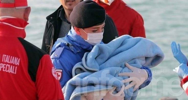 Un bebé nació en un barco de rescate de migrantes
