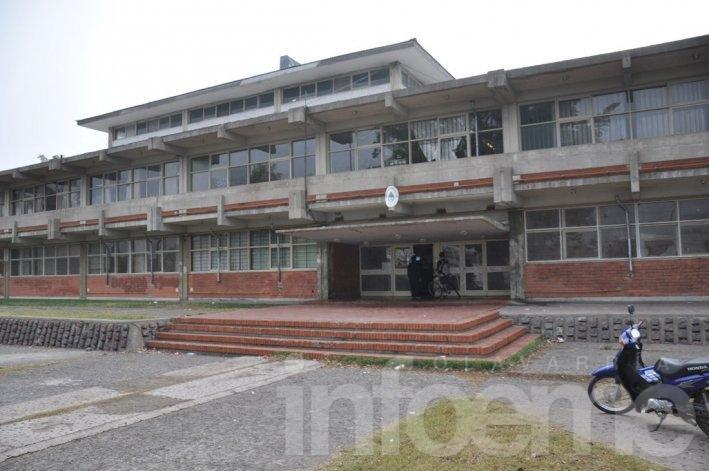 Otra escuela fue blanco de un robo y destrozos