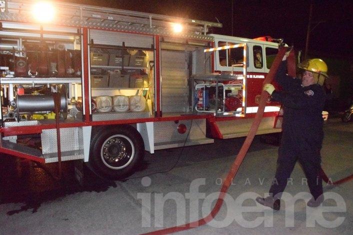 Roban en un taller e incendian auto