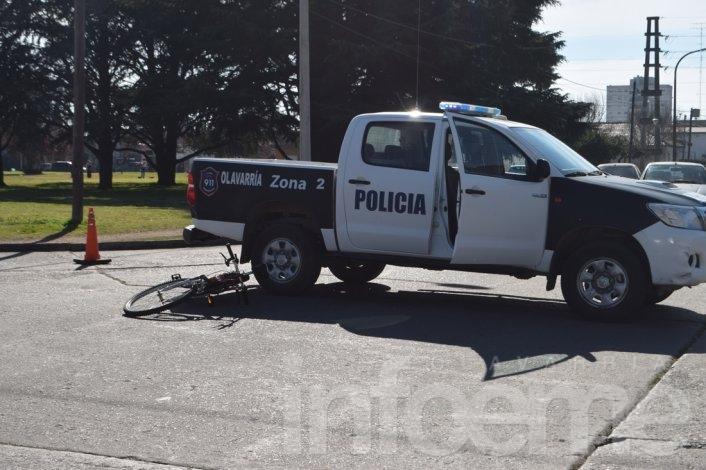 Una ciclista resultó herida tras chocar con un automóvil