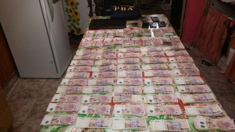 Secuestran droga y mucho dinero en allanamientos: dos aprehendidos