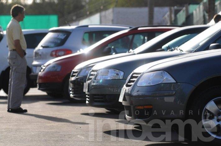 Venta de autos usados cayó 24 por ciento en julio