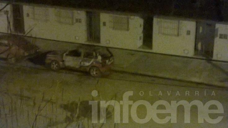 Un auto incendiado durante la madrugada