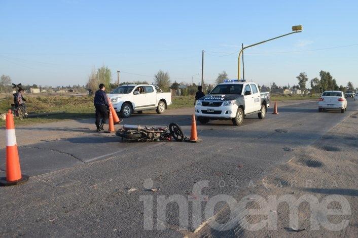 Motociclista trasladado al Hospital tras chocar con automóvil
