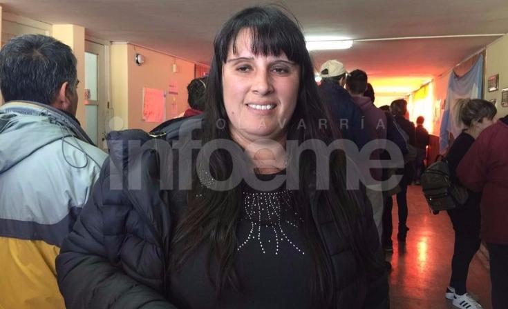 """Votó Andrea Coronel: """"La campaña sucia nos indigna"""""""