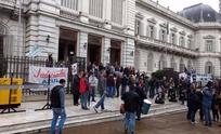 Judiciales paran y marchan en La Plata