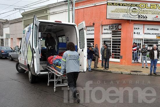 Motomandados herido en choque con camioneta