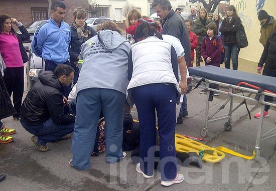 Una mujer y su hija heridas al ser atropelladas por un auto