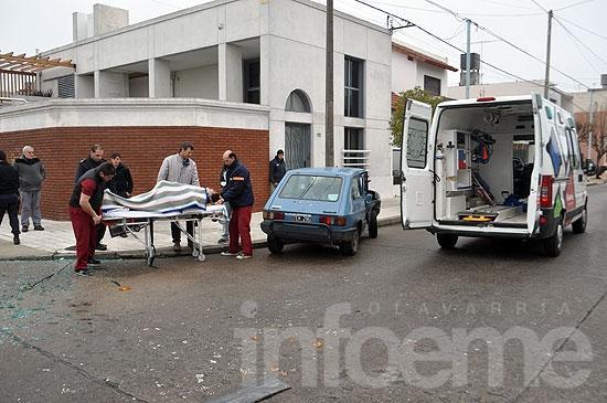 Dos menores y dos adultos heridos en choque entre autos