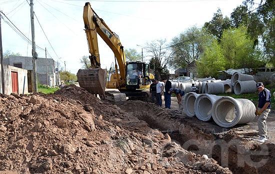 Construyen conductos pluviales en el barrio Coronel Dorrego