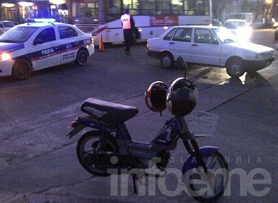 Dos mujeres heridas en un choque entre un auto y una moto