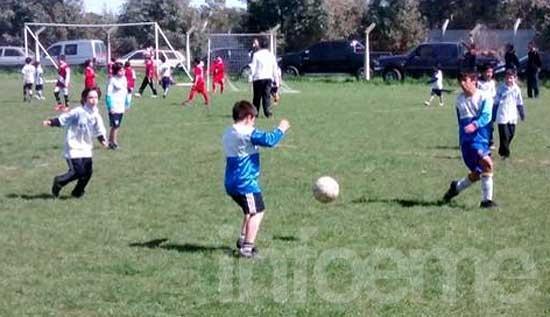 Encuentro de escuelitas de fútbol en el CEF Nº 100 de Sierra Chica