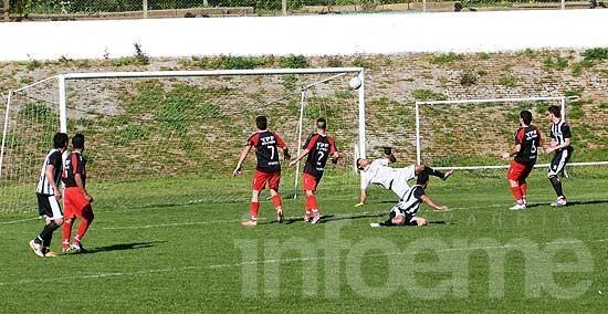 Estudiantes goleó a Luján y mantiene la punta